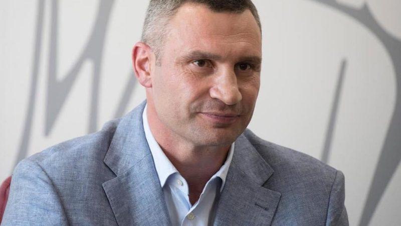 В Киеве начали асфальтировать Шулявский мост