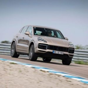 Porsche Cayenne отправят в ремонт из-за риска утечки топлива