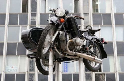 В Киеве исчез памятник мотоциклу - Киевский мотозавод