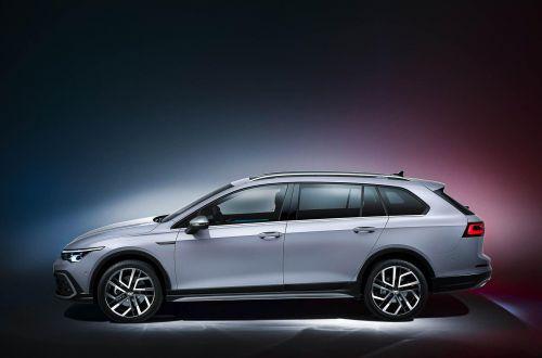 Volkswagen представил новый Golf с кузовом универсал и внедорожную версию