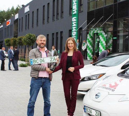 В Украине начали выдавать зеленые номера для электромобилей