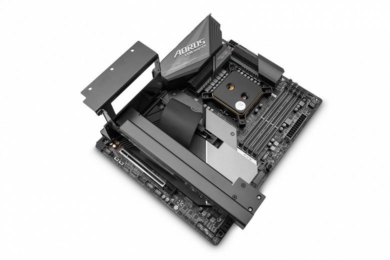 Кронштейн EK-Loop Vertical GPU Holder – Shifted позволяет устанавливать видеокарты вертикально