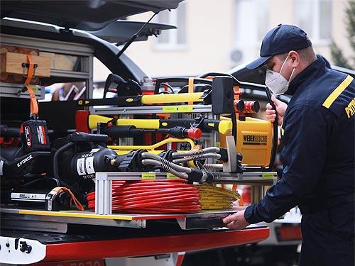 Украинские спасатели получили 80 специально оборудованных автомобилей на 280 млн. грн. Что это за авто - спасател