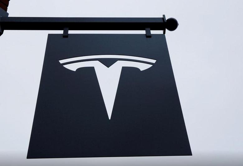 В Германии тоже изучают отказы сенсорных экранов Tesla