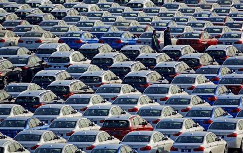 Продажи новых легковых авто в Великобритании упали на 29,4% - продаж