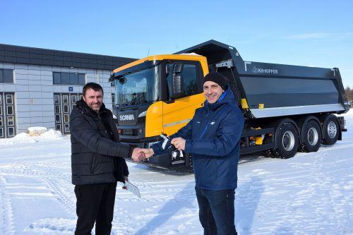 Scania поставила в Украину 33-тонный интересный самосвал