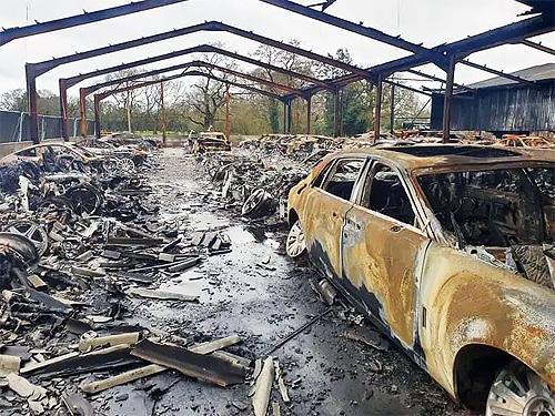 В Англии сгорела крупнейшая коллекция суперкаров - коллекц