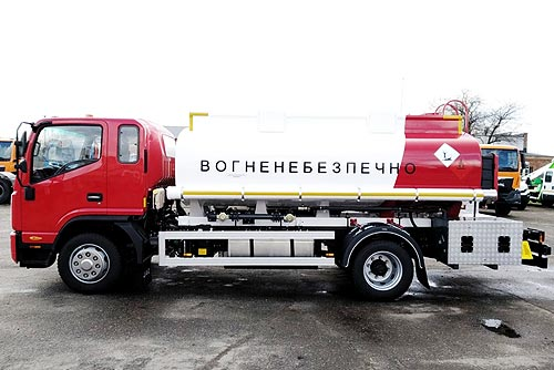 В Украине выпустили бортовой автомобиль с краном-манипулятором PM на базе нового шасси - PM