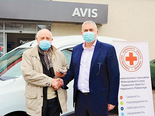 Для борьбы с пандемией Avis Украина предоставила фургон Renault Dokker Красному Кресту Украины
