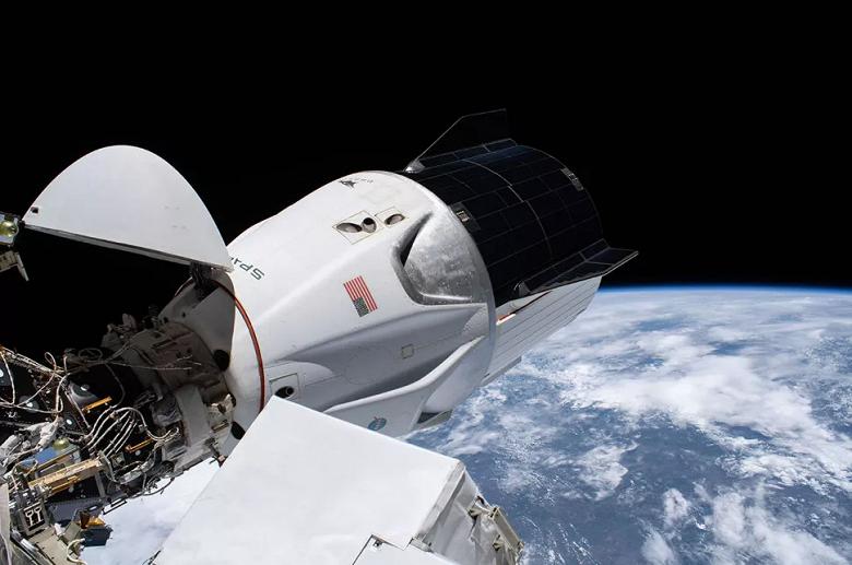 Впервые за 53 года: как посмотреть ночную посадку SpaceX Dragon на воду с астронавтами на борту