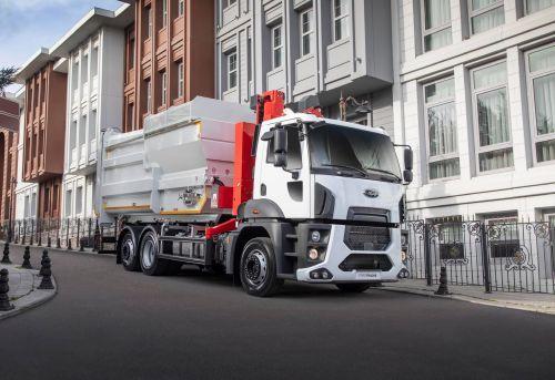 Ford Trucks поставил в Украину первый грузовик с задней поворотной осью