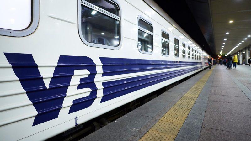 """В поезде """"Рахов – Киев"""" пассажир умер после падения с верхней полки, правоохранители выясняют обстоятельства"""