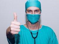 Зеленский поздравил украинских медиков с профессиональным праздником