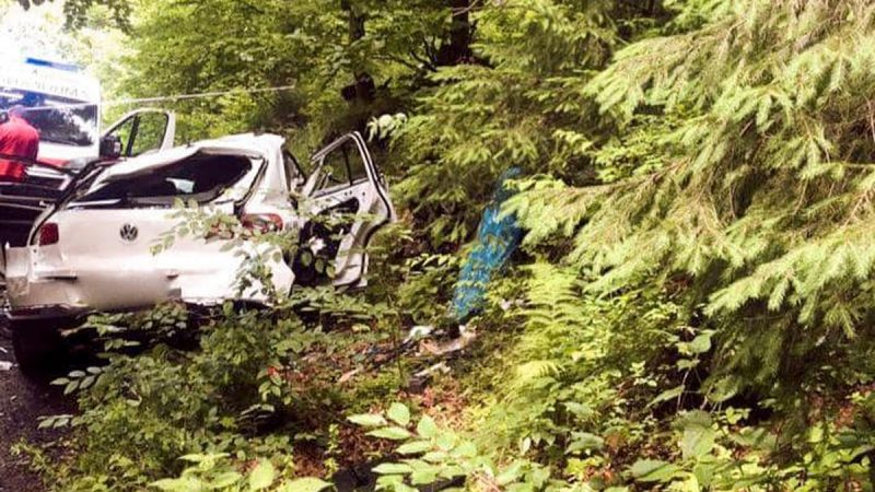 В Карпатах автомобиль сорвался в обрыв, погибли четыре человека