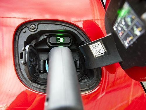 Эксперты сравнили весь жизненный цикл электромобиля и авто с ДВС по вредным выбросам. Результаты оказались неожиданными - электромоб