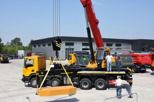Scania начала поставки 40-тонных автокранов