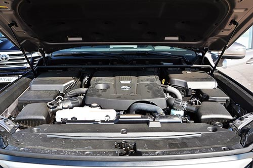 Вопреки всему. Первое знакомство с Toyota Land Cruiser 300 - Toyota