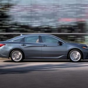 Исход седанов: Следом за Passat, Toyota снимает с производства Avalon в США