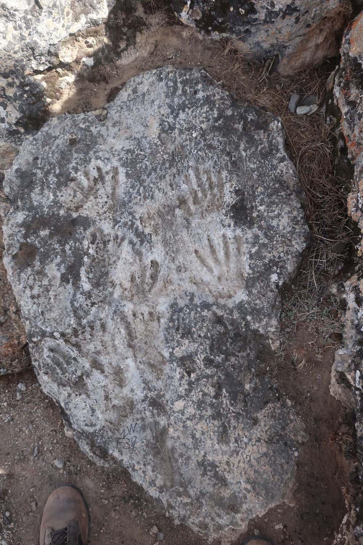 В Тибете нашли самый древний образец искусства. Ему около 200 000 лет, его авторы – дети