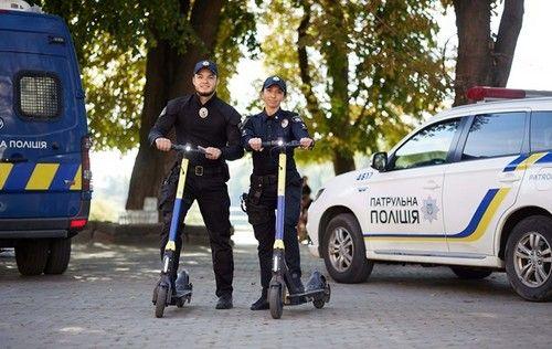 В Украине полицейские начнут патрулировать улицы на самокатах