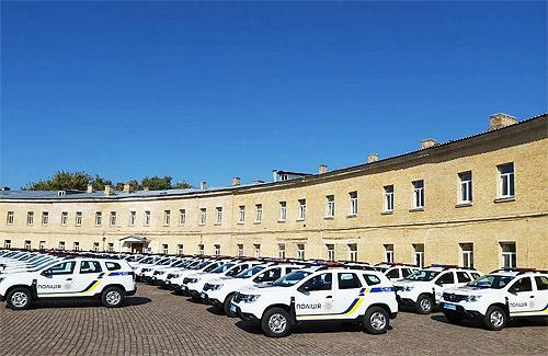 Полицейским передали еще 86 новых автомобилей Renault Duster