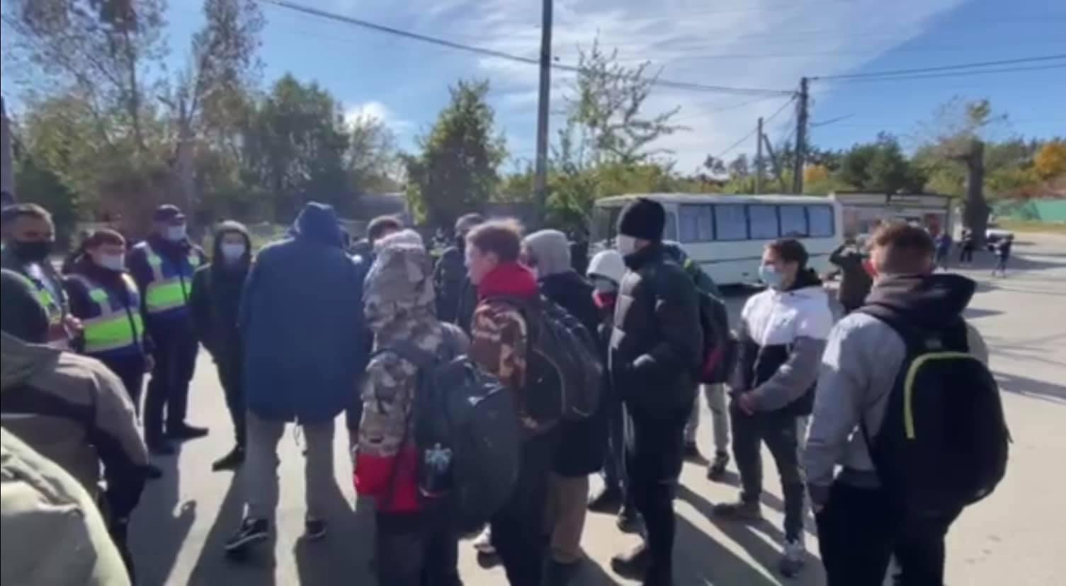 Акция в Козине: возле дома Порошенко произошли столкновения – фото, видео