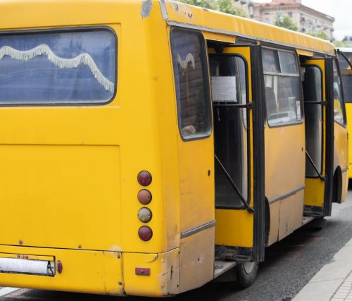 Киев разорвал договора с частью перевозчиков и убирает с маршрутов 170 старых автобусов