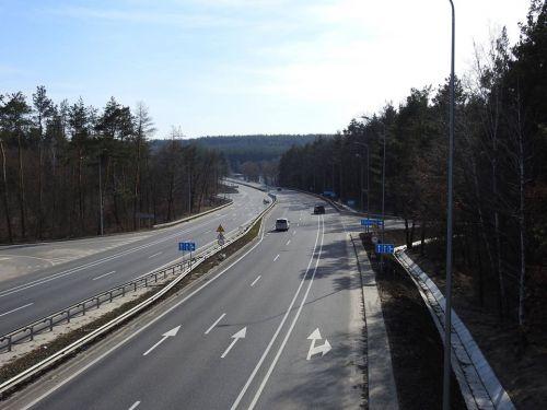 На автобанах Германии снова хотят ввести ограничения скорости - автобан